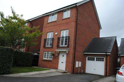 4 Bedrooms Detached House for sale in Monks Place, Warrington, Cheshire, WA2
