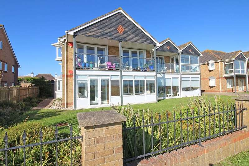 2 Bedrooms Ground Flat for sale in Hurst Road, Milford On Sea, Lymington