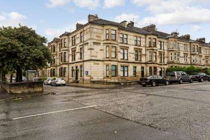 3 Bedrooms Flat for sale in Greenlaw Avenue, Paisley