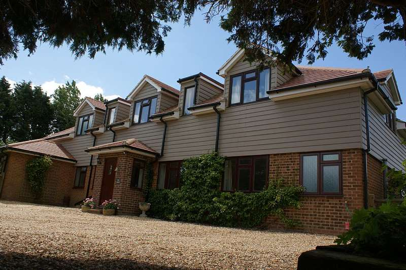 5 Bedrooms Detached House for sale in Bowley Lane, South Mundham, Chichester, West Sussex, PO20 1NB
