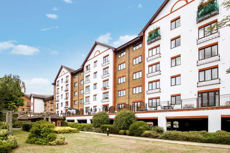 1 Bedroom Flat for sale in Sopwith Way, Kingston Upon Thames