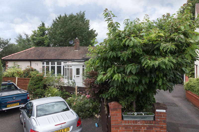 2 Bedrooms Detached Bungalow for sale in Austin Drive, Didsbury, Manchester
