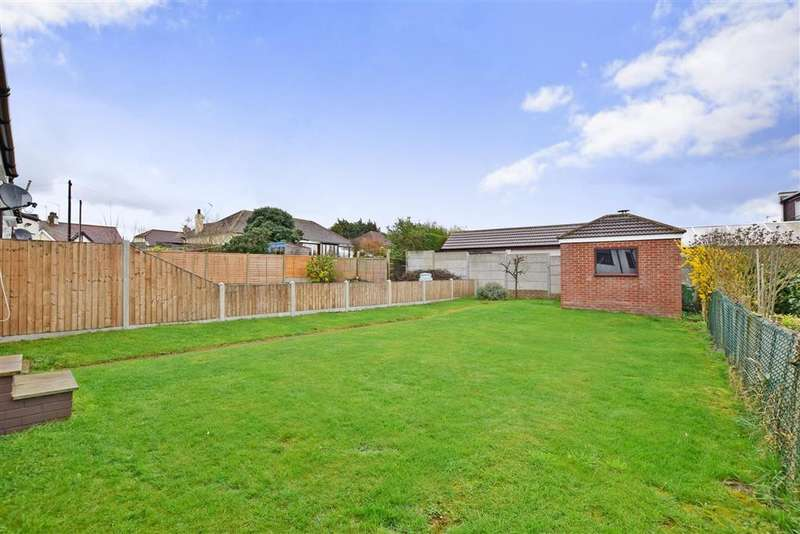 3 Bedrooms Bungalow for sale in Sandown Avenue, Hornchurch, Essex