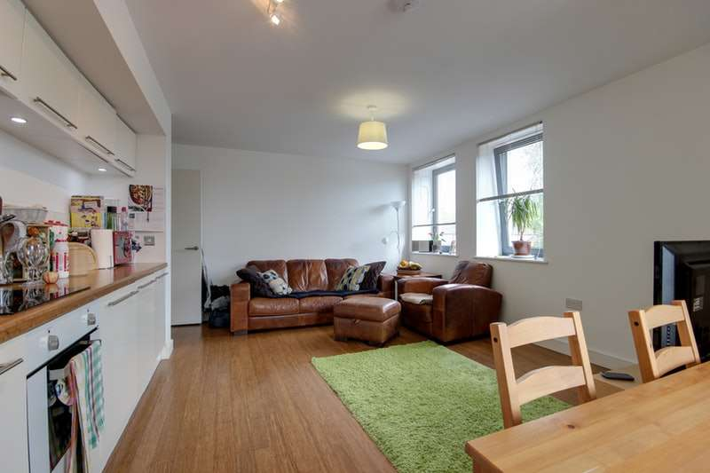 3 Bedrooms Flat for sale in Beeston Road, Leeds, West Yorkshire, LS11