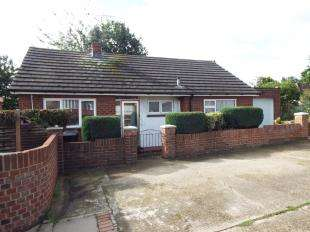 2 Bedrooms Bungalow for sale in Rochester Road, Gravesend, Kent