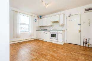 2 Bedrooms Flat for sale in St. James's Street, Brighton, East Sussex