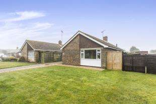 2 Bedrooms Bungalow for sale in Beaconsfield Close, Felpham, Bognor Regis, West Sussex