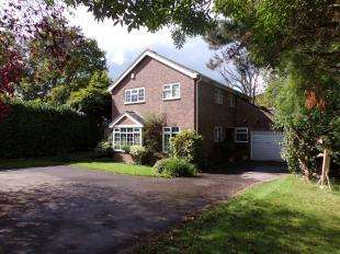 4 Bedrooms Detached House for sale in Brook Close, Storrington, Pulborough, West Sussex