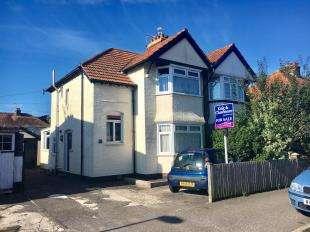 3 Bedrooms Semi Detached House for sale in Bedford Avenue, Bognor Regis, West Sussex