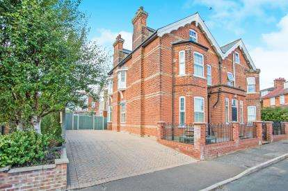 4 Bedrooms Maisonette Flat for sale in 4 Goodwin Road, Mundesley, Norwich