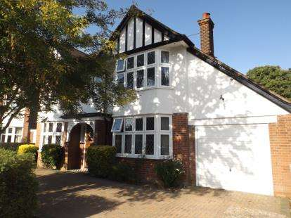 4 Bedrooms Detached House for sale in Felixstowe, Suffolk