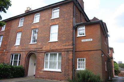 1 Bedroom Flat for sale in Lloyd Court, 15 The Crescent, Bedford, Bedfordshire