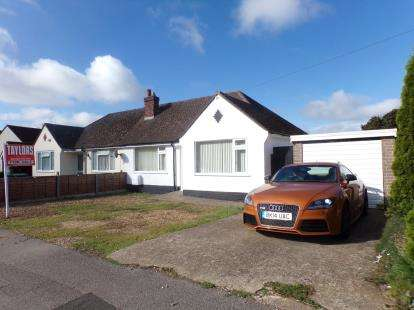 2 Bedrooms Bungalow for sale in The Close, Clapham, Bedford, Bedfordshire