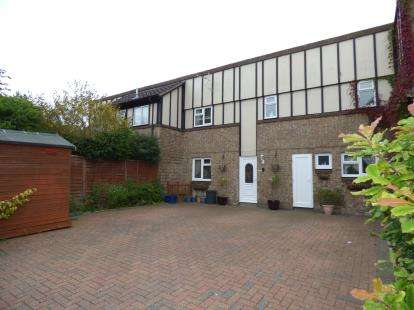 3 Bedrooms Terraced House for sale in Tranlands Brigg, Heelands, Milton Keynes, Buckinghamshire