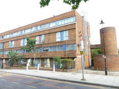 3 Bedrooms Maisonette Flat for sale in Cheyne Path, Copley Close, Hanwell, London