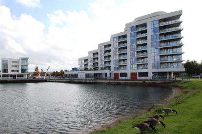 3 Bedrooms Flat for sale in Harbour Road, Portishead, Bristol, .