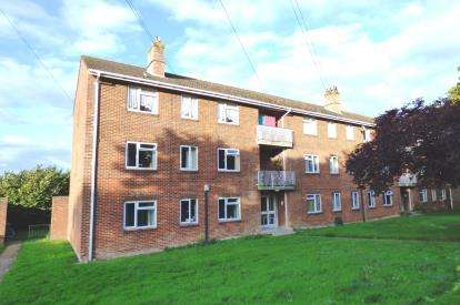 3 Bedrooms Flat for sale in Bearcross, Bournemouth, Dorset