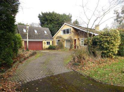 4 Bedrooms Detached House for sale in Rownhams, Southampton, Hampshire