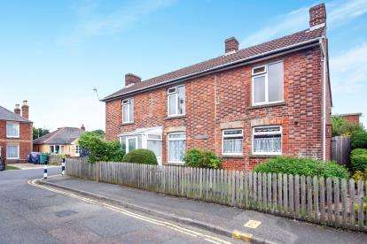 4 Bedrooms Detached House for sale in Newport, ., Isle Of Wight