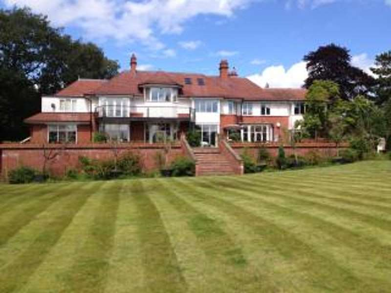 6 Bedrooms Detached House for sale in Rappax rd, Hale, Cheshire, WA15