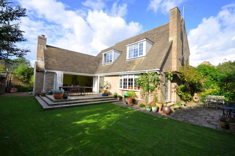 4 Bedrooms Detached Bungalow for sale in Manor Gardens, Ringwood, BH24 1LY