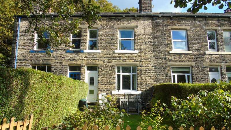 4 Bedrooms Terraced House for sale in Stoodley Glen, Todmorden, OL14
