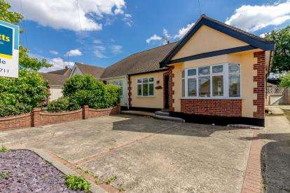 2 Bedrooms Bungalow for sale in Leigh-On-Sea, Essex, United Kingdom