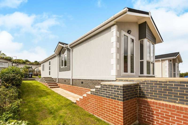 2 Bedrooms Park Home Mobile Home for sale in Covert Road, Limit Home Park, Northchurch, Hertfordshire, HP4 3ST