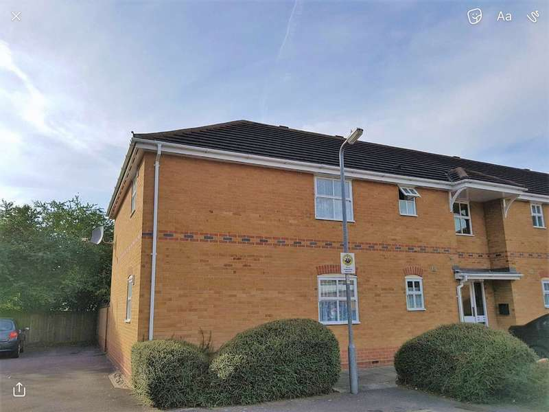 2 Bedrooms Flat for sale in Wallace Drive, Wickford