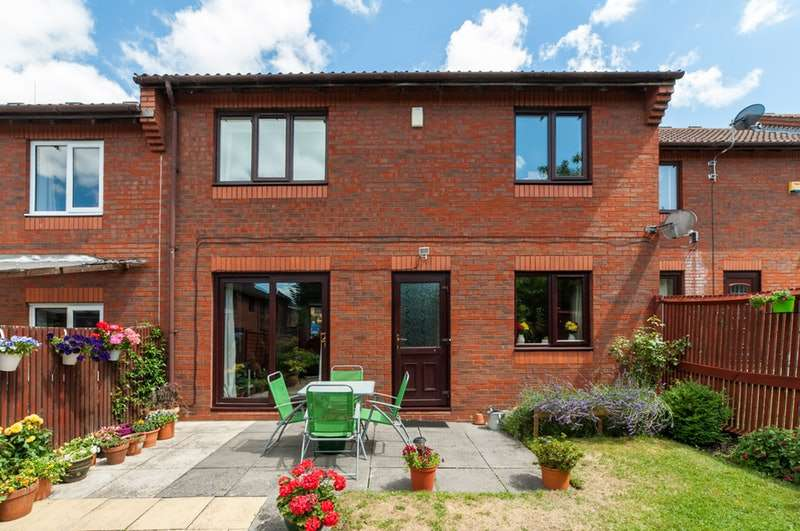 3 Bedrooms Terraced House for sale in Orchard Way, Aylesbury, Buckinghamshire, HP20