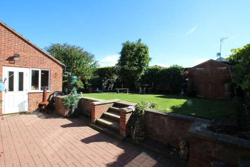 3 Bedrooms Detached Bungalow for sale in Ashover Road, Inkersall, Chesterfield, S43