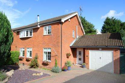 4 Bedrooms Detached House for sale in Stanford Way, Walton, Chesterfield, Derbyshire