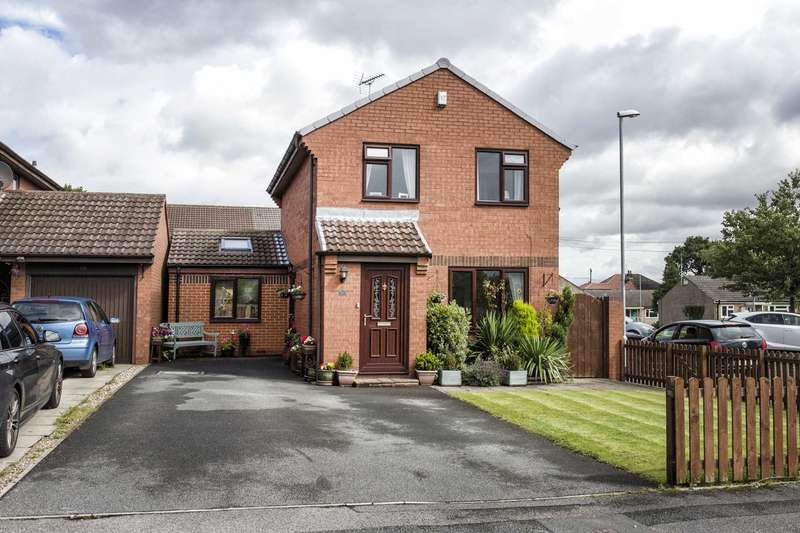 3 Bedrooms Detached House for sale in 58 Dawsons Corner, Farsley, Pudsey, LS28 5TA