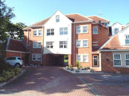 2 Bedrooms Flat for sale in Grosvenor Road, South Shields, Tyne and Wear, NE33