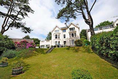 3 Bedrooms Flat for sale in New Road, Beer, Devon