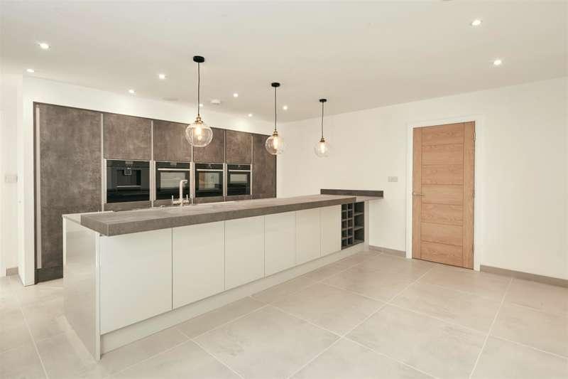 5 Bedrooms Detached House for sale in Monton Road, Monton, Eccles