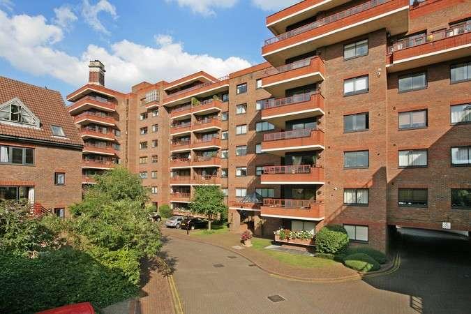 2 Bedrooms Flat for sale in Sandringham House, 44 Windsor Way, London