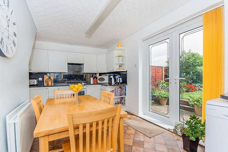 3 Bedrooms Semi Detached House for sale in Winchester Avenue, Grimsby, DN33