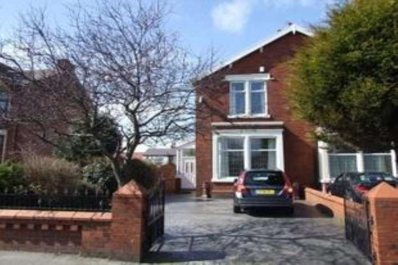 3 Bedrooms Semi Detached House for sale in St. Annes Road, Blackpool, FY4