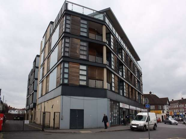 2 Bedrooms Flat for sale in Kingsbury Road, LONDON