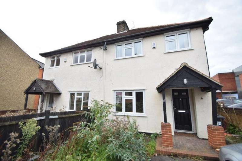 3 Bedrooms Semi Detached House for sale in Cippenham Lane, Slough, SL1