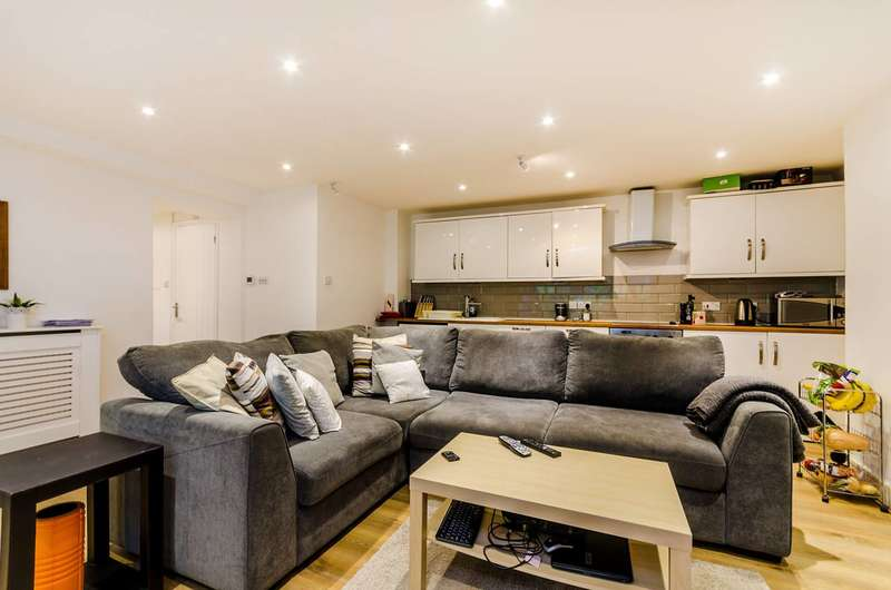 1 Bedroom Flat for sale in Selhurst Road, South Norwood, SE25