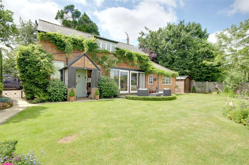 3 Bedrooms Detached House for sale in Coach Road, Ottershaw, Surrey, KT16