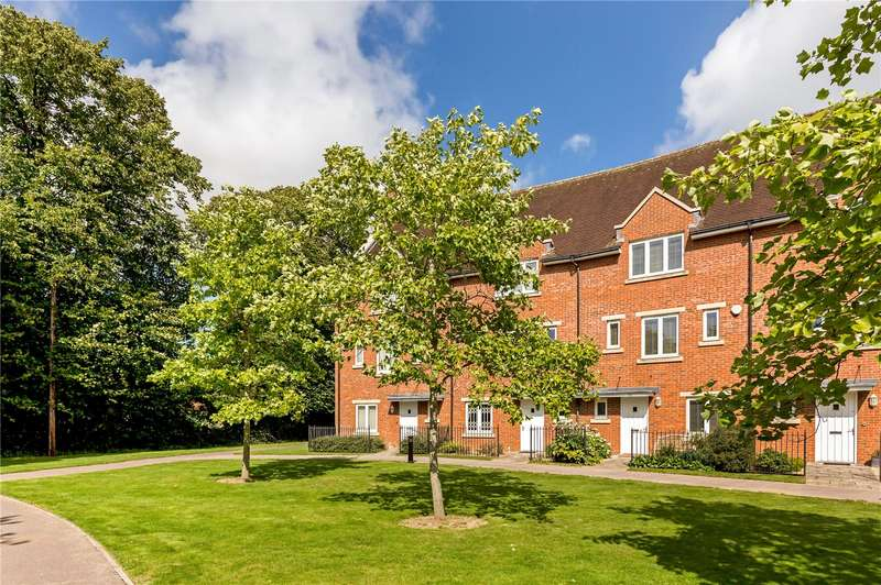 4 Bedrooms Terraced House for sale in St. Agnes Place, Chichester, West Sussex, PO19
