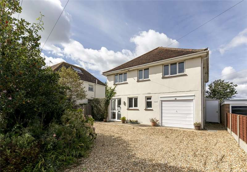 4 Bedrooms Detached House for sale in Southdean Drive, Middleton On Sea, PO22