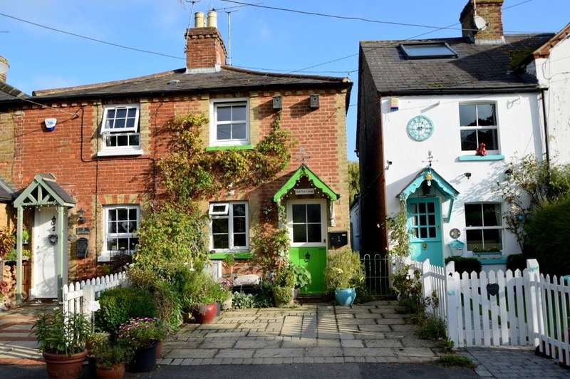 2 Bedrooms Cottage House for sale in Belle Vale Cottage, Coningsby Lane, Fifield, SL6