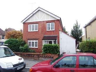 3 Bedrooms Detached House for rent in Queens Road, Parkstone, Poole