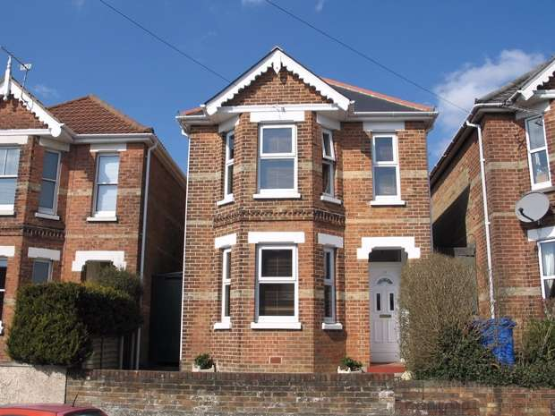 3 Bedrooms Detached House for sale in Albert Road, Parkstone, POOLE, Dorset
