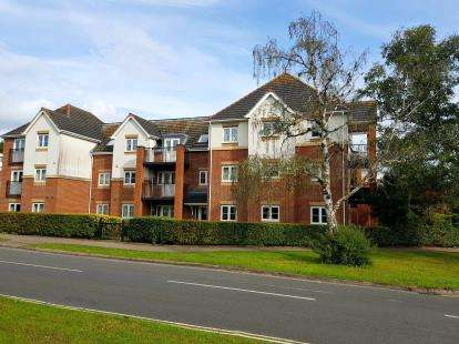 2 Bedrooms Flat for sale in 190 Hiltingbury Road, Eastleigh, Hampshire