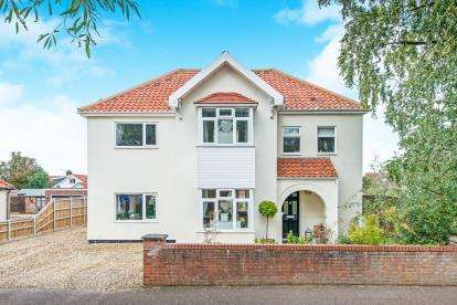 4 Bedrooms Detached House for sale in Hellesdon, Norwich, Norfolk